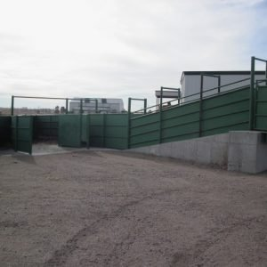 large truck cattle loading ramp