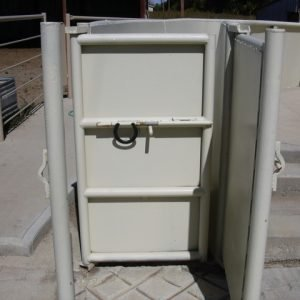 Palpation gates behind the squeeze chute for pregnancy testing and artificial insemination