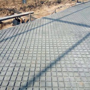 Deep grooved concrete feed apron